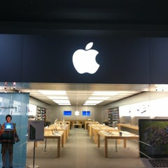 Photo taken at Apple Store, Oxmoor by Dan S. on 7/13/2012