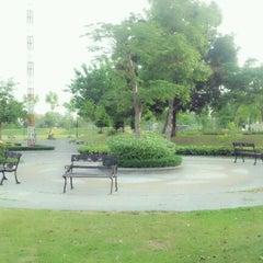 Photo taken at Tara Lake Bangkok Hotel by ปุคลุค on 4/30/2012