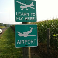 Photo taken at Shenandoah Flying Adventures by Floriant D. on 8/4/2012