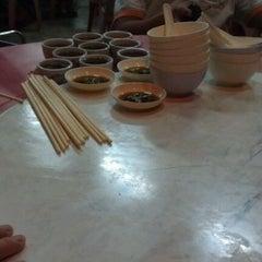 Photo taken at Restorant Chen Chen Siang珍珍香餐室 by Mc C. on 4/29/2012