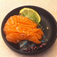 Photo taken at Sakae Sushi by Eileen L. on 9/8/2012