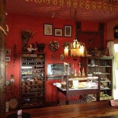 Photo taken at Casa de Abraão - Bistro Arabe by Lina on 8/15/2012