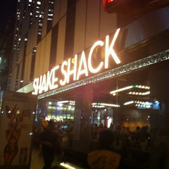 Photo taken at Shake Shack by Capt_mm K. on 6/29/2012