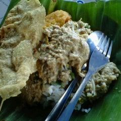 Photo taken at Pecel Madiun Pak Ambon by darius adi s. on 8/24/2012
