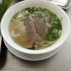 Photo taken at Phở Hiền - Nguyễn Oanh by Duc D. on 7/22/2012