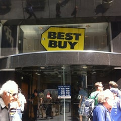 Photo taken at Best Buy by Tigran S. on 6/29/2012