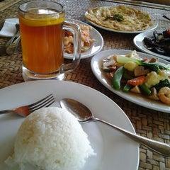 Photo taken at Restoran Istana Bambu by Ally H. on 4/15/2012