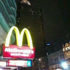 Photo taken at McDonald's & McCafé (แมคโดนัลด์ & แมคคาเฟ่) by Josh ข. on 3/9/2012