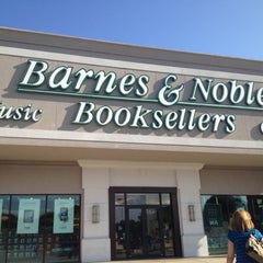 Photo taken at Barnes & Noble by Valentina F. on 6/28/2012