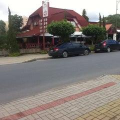 Photo taken at Via Gastronômica by Vinicius R. on 5/18/2012