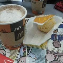 Photo taken at McDonald's by Eduardo P. on 9/12/2012