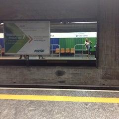 Foto tirada no(a) Estação Santa Cruz (Metrô) por Mauricio G. em 3/8/2012