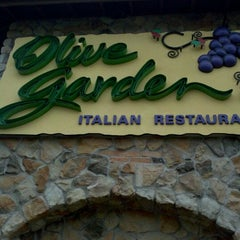 Photo taken at Olive Garden by Houcine E. on 3/29/2012