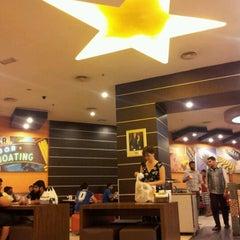 Photo taken at Carl's Jr. by Xtreme on 2/25/2012