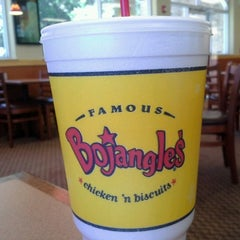 Photo taken at Bojangles' Famous Chicken 'n Biscuits by Keyfara S. on 6/16/2012