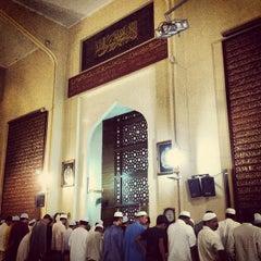 Photo taken at Masjid Saidina Abu Bakar As-Siddiq (مسجد سيدنا ابو بكر الصديق) by Ehsan Hanafi on 8/11/2012