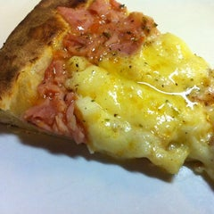 Photo taken at Maquepizza by Paula B. on 5/25/2012