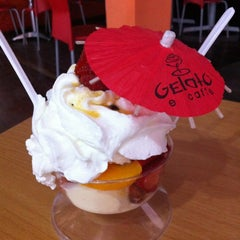 Photo taken at Gelato e Caffé by Vicente M. on 4/4/2012