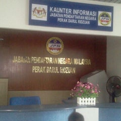 Photo taken at Jabatan Pendaftaran Negara Negeri Perak by Tiee S. on 8/16/2012