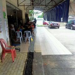 Photo taken at ARS Nasi Lemak Restaurant by hasbiyura o. on 3/23/2012