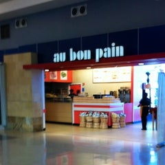 Photo taken at Au Bon Pain by Lucky C. on 7/9/2012
