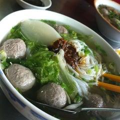 Photo taken at Bún Bò Viên @ Bùi Thị Xuân by Sonamu on 4/14/2012