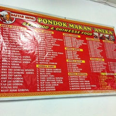 Photo taken at Pondok Makan Aneka by Andrie W. on 6/20/2012