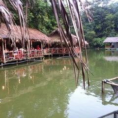 Photo taken at Veg Fish Farm Thai Restaurant (菜园酒家) by Evelyn M. on 7/29/2012