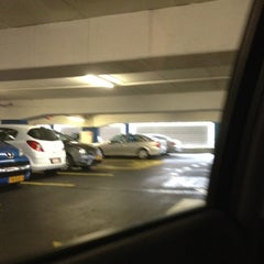 Photo taken at Parkeergarage Paardenveld by Tracy on 8/11/2012