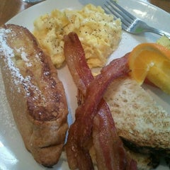 Photo taken at Beaumont's Eatery by Heather M. on 2/26/2012