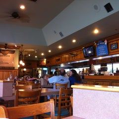Photo taken at Peter's Clam Bar & Seafood Restaurant by Louis T. on 7/13/2012