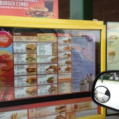 Photo taken at SONIC Drive In by Neto on 9/2/2012