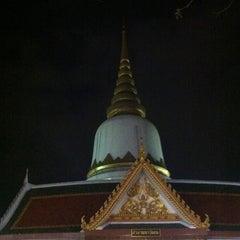 Photo taken at พระบรมสารีริกธาตุ วัดพระศรีมหาธาติ by Torzooza ณ. on 3/7/2012