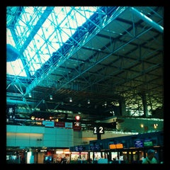 Photo taken at 臺灣桃園國際機場第二航廈 Taiwan Taoyuan International Airport Terminal 2 by JAY L. on 5/5/2012