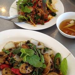 Photo taken at ลาบเป็ด ชัยนาท (Larb Ped Chai Nat) by 🚘🚘 PuChiSa🚘🚘 C. on 4/13/2012