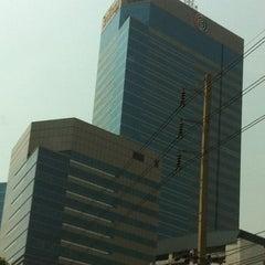Photo taken at อาคารมาลีนนท์ (Maleenont Tower) by Yosaporn V. on 3/20/2012