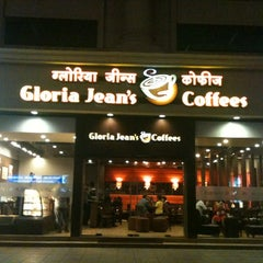 Photo taken at Gloria Jean's Coffees by Vivekanand M. on 7/1/2012