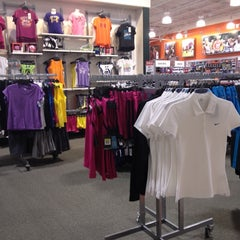 Photo taken at Dick's Sporting Goods by Nana F. on 8/14/2012