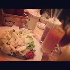 Photo taken at Giggle Box Café & Resto by Pujiana Nurul H. on 7/28/2012