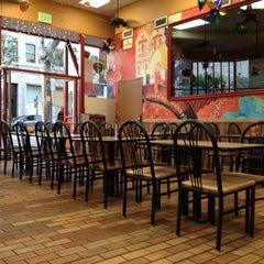Photo taken at Popeyes Louisiana Kitchen by J. S. on 5/4/2012