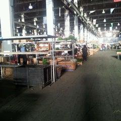 Photo taken at Mercado de flores de Buenos Aires by Maximiliano O. on 5/16/2012
