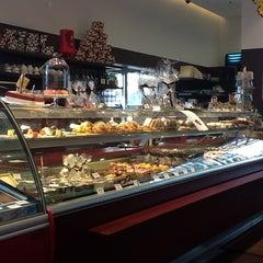 Photo taken at Cafe Landtmann - Tortenshop by Herwig R. on 7/5/2012