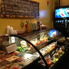 Photo taken at Picante! Fresh Mexican Grill by Trump Parc S. on 8/14/2012