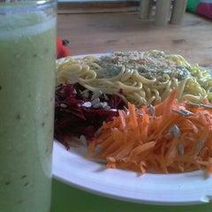 Photo taken at Polen (Comida Vegetariana) by Alex G. on 8/27/2012