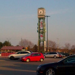 Photo taken at Upper Oakville Shopping Centre by Anthony B. on 3/6/2012