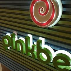 Photo taken at Pinkberry by Katherine N. on 5/21/2012