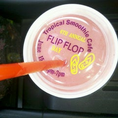 Photo taken at Tropical Smoothie Cafe by sharon i. on 6/15/2012