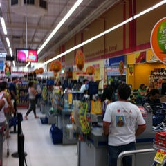 Photo taken at Extra by Fernando B. on 3/25/2012