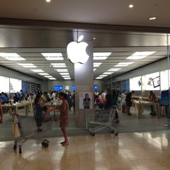 Photo taken at Apple Store, Campania by Oleh K. on 7/8/2012