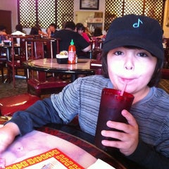Photo taken at Gin Chinese Restaurant by Lynnwood K. on 3/17/2012